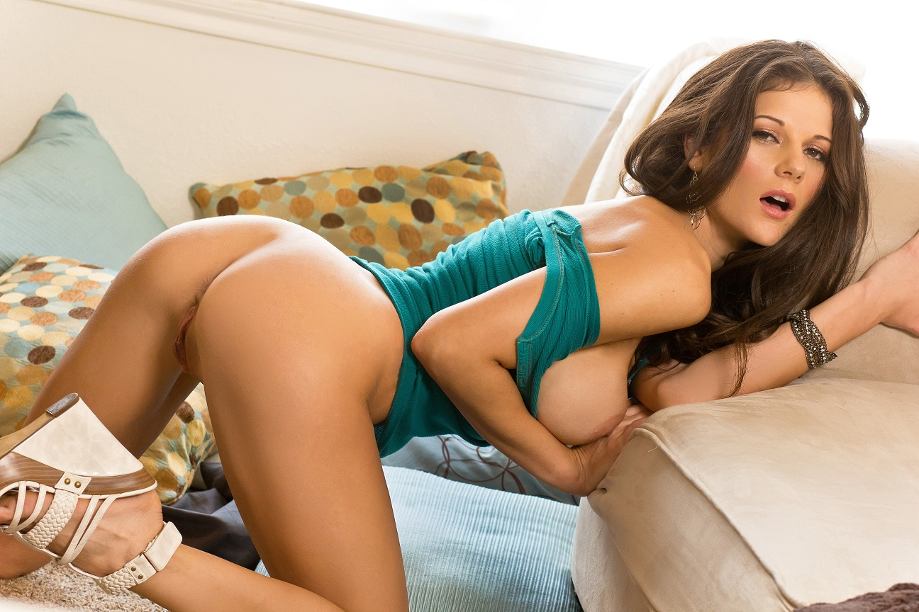 Denise milani needs to piss